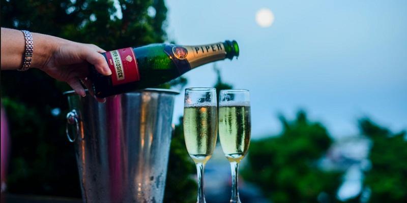 Romantic Date On Full Moon Night