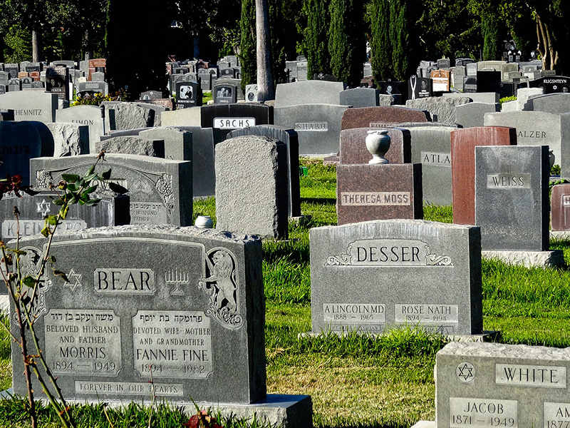 what-it-means-to-dream-of-a-graveyard-or-cemetery