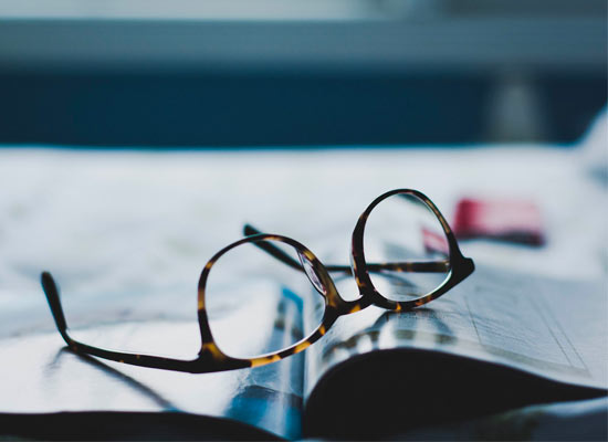 meaning-of-dreaming-with-glasses