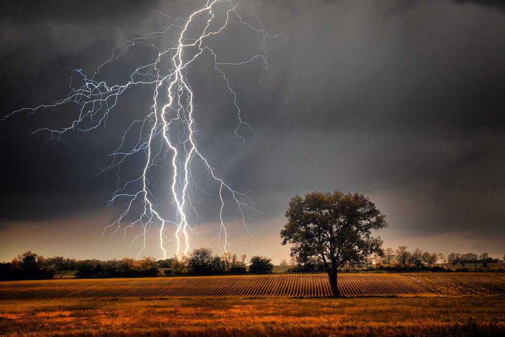 thundering-and-lightning-dream-meaning